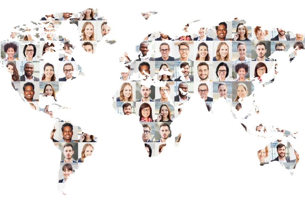 Weltkarte übersät mit Gesichtern